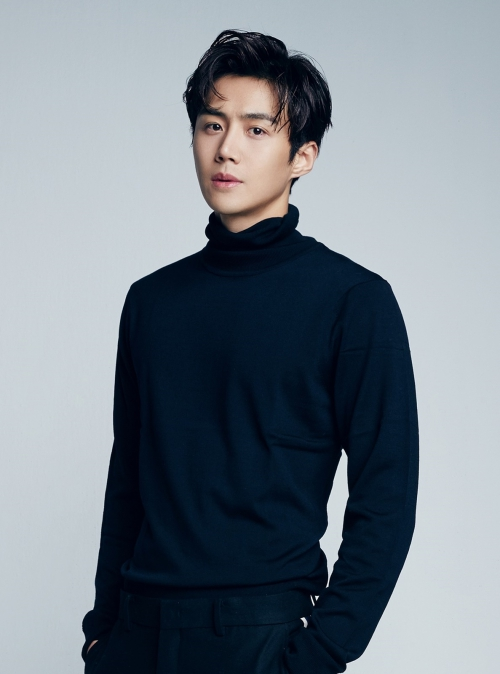 배우 김선호