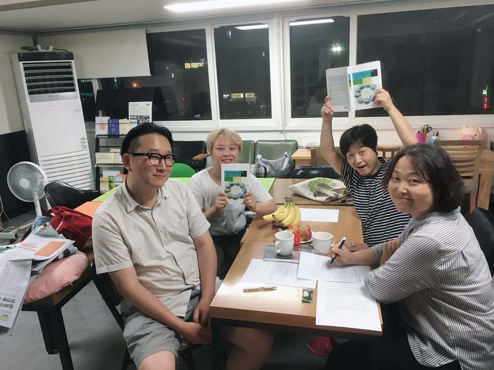 <장애학 함께 읽기> 세미나를 진행하는 커리큘럼 개발팀 (출처 : 중랑시민연대)