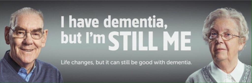 치매 어르신의 주체적인 삶의 필요성을 강조하는 해외 기관의 광고물. l have dementia, but i'm still me. 라고 써 있다.(출처: 트위터 @Dementia_NI)